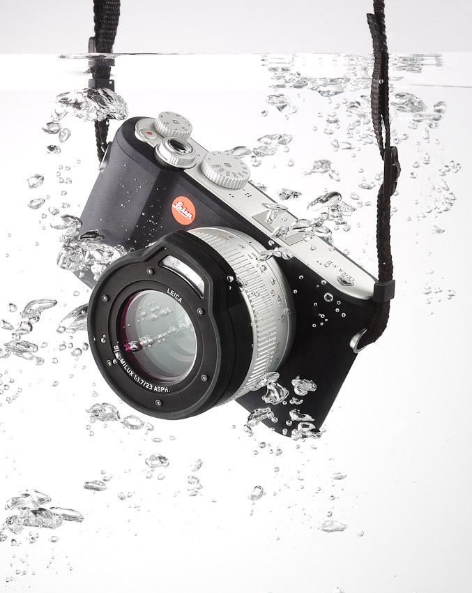 Leica camera underwater, bubbles, product photography, still-life, still-life photography, still-life photographer, still-life photographer London, David Parfitt